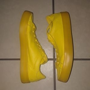 EUC Adidas Leather Sneaker